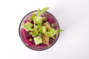 Rode biet puree met komkommer voorgerecht