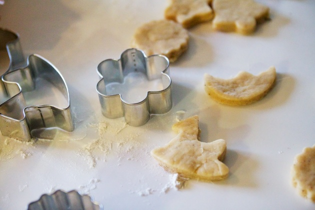 uitsteekvormpjes en koekjesdeeg