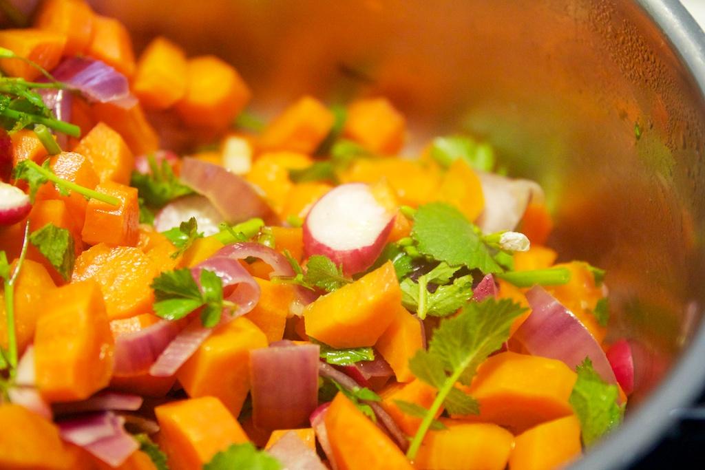 wortels, radijzen en ui voor de soep