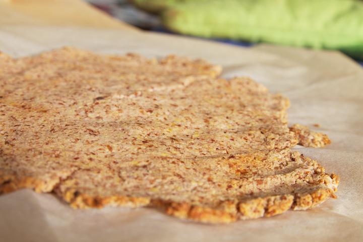 Zelfgemaakte crackers van de pulp van notenmelk