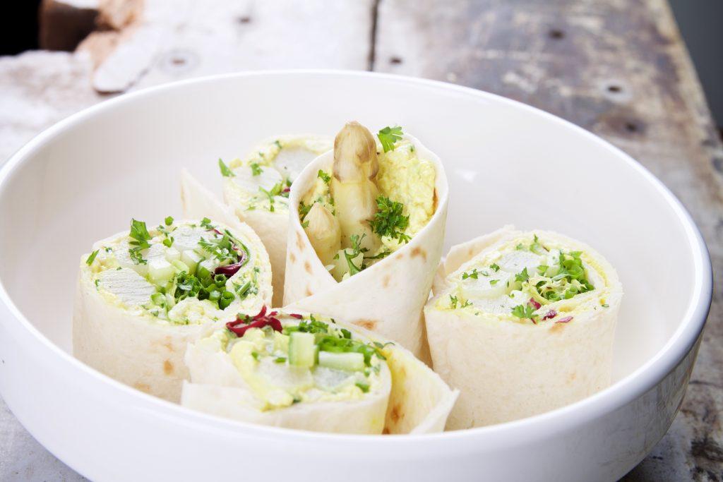 Wrap met asperges en vegg salad