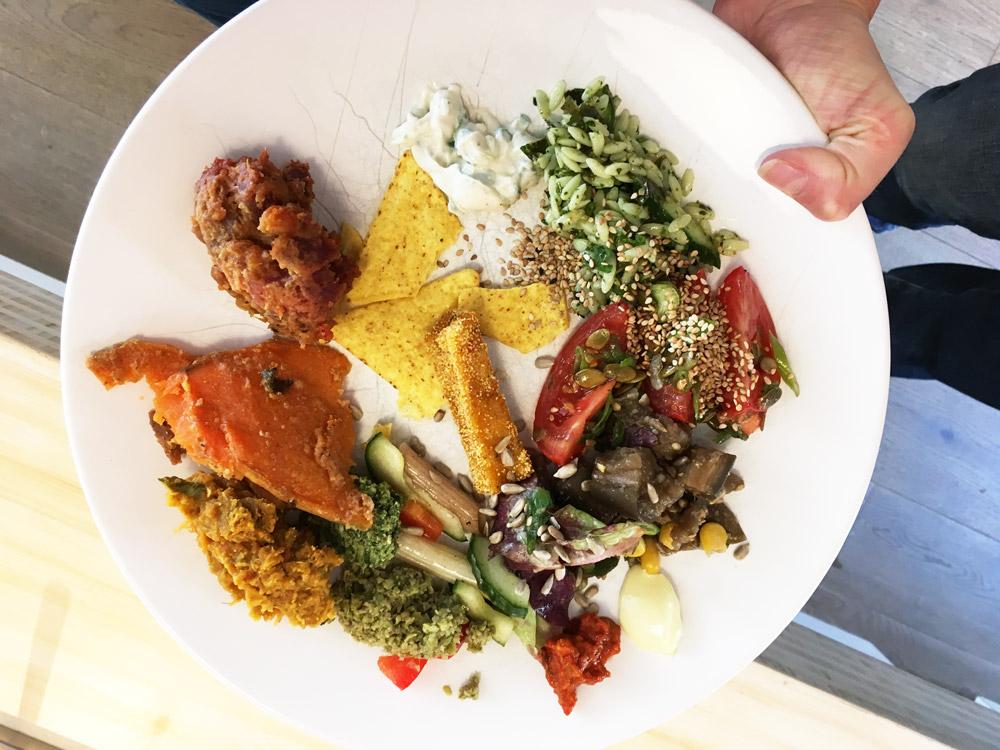 Bord van het buffet, allemaal biologisch en vegan uiteraard ;-)
