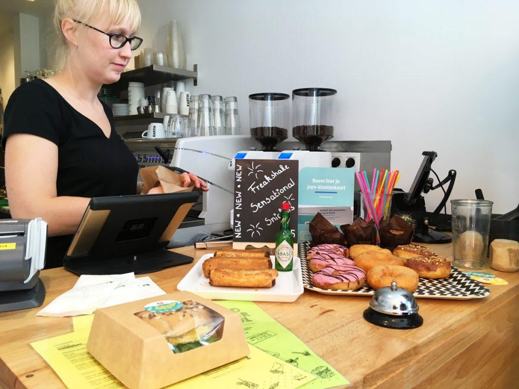 V-box in Gent - vegan worstenbroodjes, donuts,...
