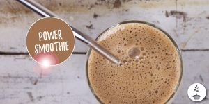 power smoothie met banaan, maca, chia, amandelmelk, koffie