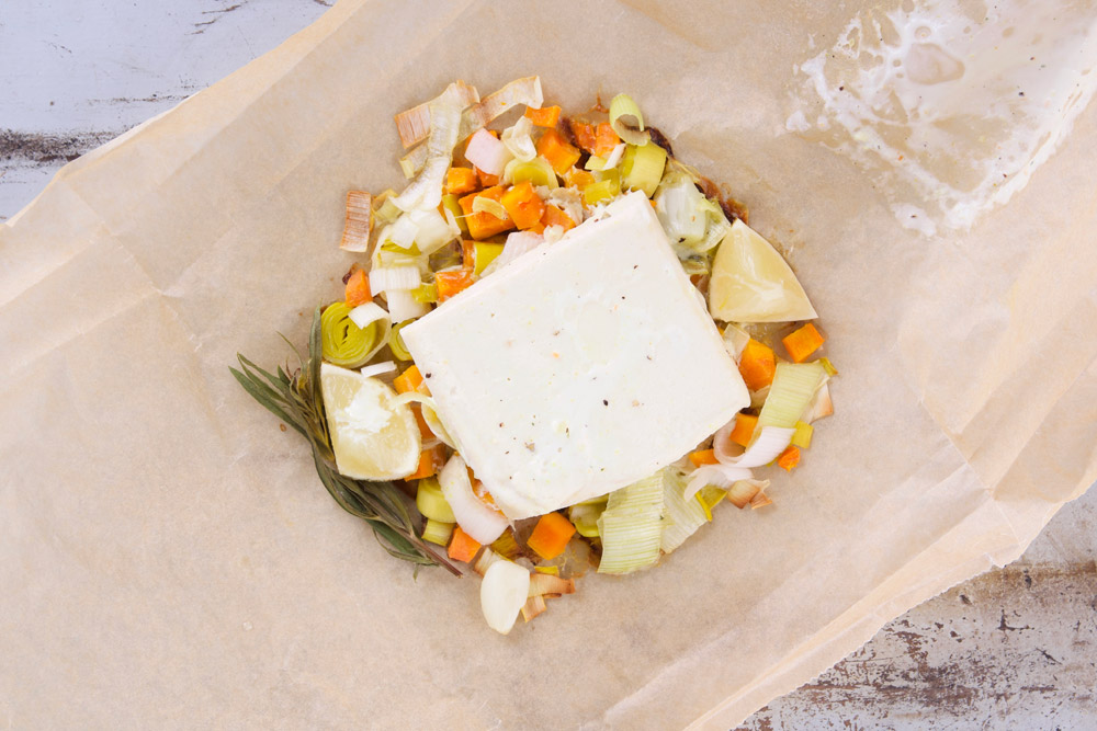 Papillot op de bbq met wortel, prei en tofu