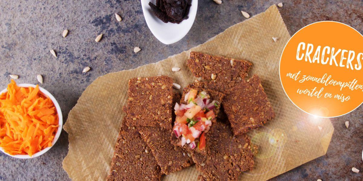Crackers met zonnebloempitten, wortel en miso - recept