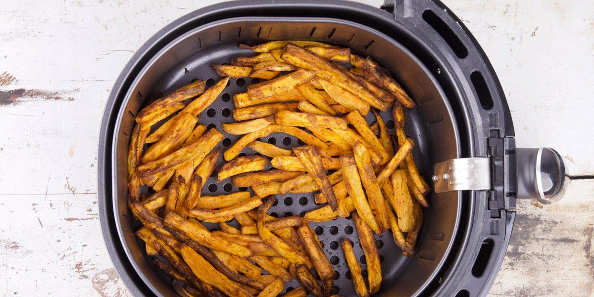 Knapperige zoete aardappel friet in de airfryer